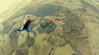Е-моє і HTC в стрибку з 4000 метрів