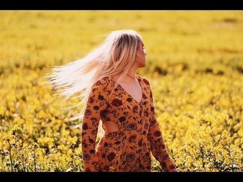 Flower field photoshoot (with original JPEG) - 35mm F1.4 vs 56mm F1.2 Fujifilm X-T2 w/ Alexyss