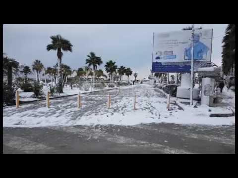 Të luash me borë pranë detit. Durrësi sot 6 Janar 2017