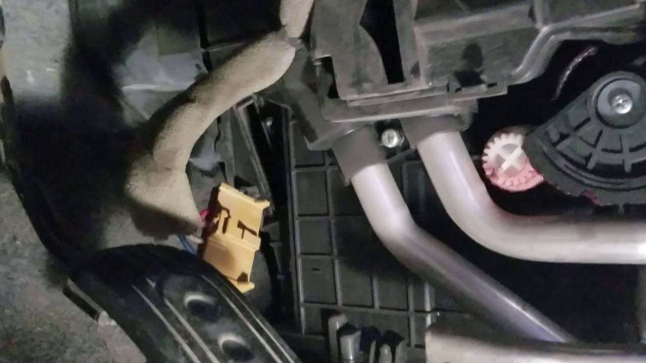 2015 Nissan Nv200 Ac Resistor Install Youtube Fuse Box
