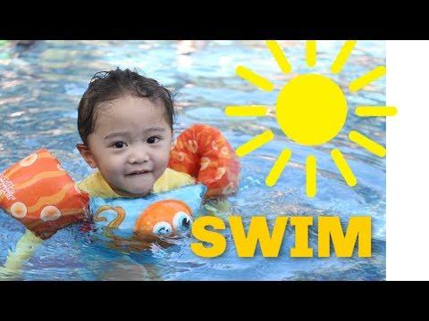 Travis And Ariana Swimming Pool Fun