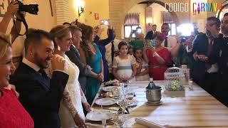 Chirigota ¡Ojú que bochorno! le canta pasodoble a un componente en su boda