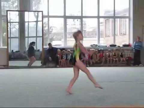 видео: Спортивная гимнастика (Начало спортивной карьеры) дети 2011