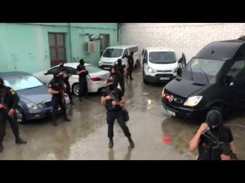 Как в Кишиневе Вячеслава Платона увозят из суда и изолируют от журналистов