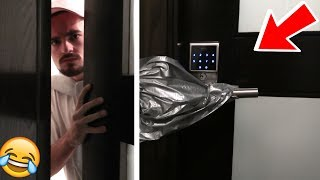 TRAPPED MY ROOMATE IN ROOM PRANK!!