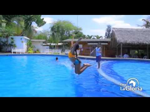 ba o en piscina de finca la gloria youtube