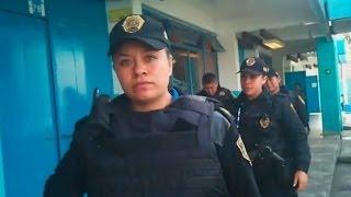 Abuso Maestra Directora primaria saca con 4 policías a alumno de 7 años (bullying de maestros)