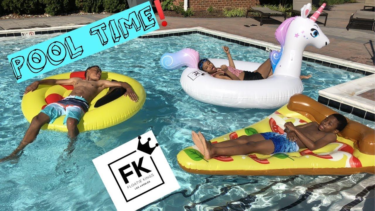 Pool Challenge Floatie Kings and Swimline Pool Floats - YouTube