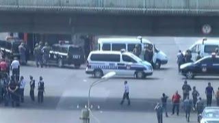 Замначальника полиции Армении взят в заложники в Ереване(В Ереване совершено вооруженное нападение на отделение полиции. Среди заложников - 7 полицейских и замначал..., 2016-07-17T10:26:36.000Z)