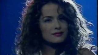 TVAEAQ - Danna bailando Taconeo (cantada por ella)