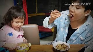 Kids play 키즈 뽀로로 그릇에 아빠랑 우유과자먹…