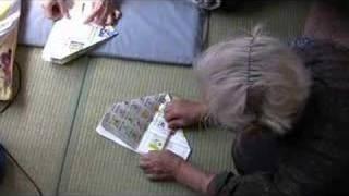 チラシでゴミ入れを作ろう(How to make a origami box) thumbnail