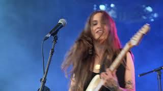 Nina Attal en concert à l'auditorium Léo Ferré de Saint Florentin, le 10 juillet 2021...