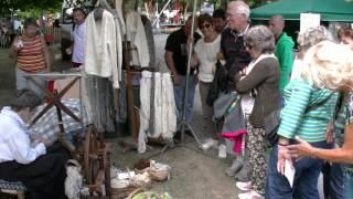 Lady spinning Pyrenean dog wool Argeles Gazost 2014 1/3