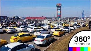 Тысячи российских таксистов объявили бойкот агрегаторам онлайн-заказа такси