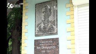 Placa comemorativă a lui Ion Gheorghiță, reinstalată pe fațada clădirii unde a locuit poetul