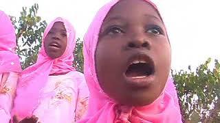 Download lagu Muhammad Muhiya Shauqy & Aswautun Naqiy Pongezi Kwa Kina Mama Official Qaswida