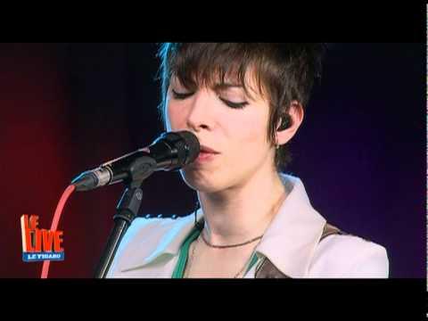 mademoiselle-k-jouer-dehors-le-live-figaro-live-musique