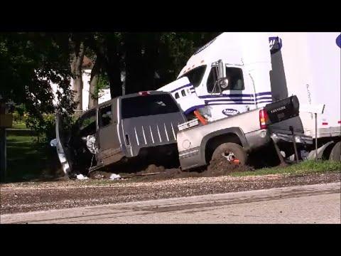 2016 06 30 Semi Truck Vs Pickup Crash Waterloo Ia Myke Goings Kmdg
