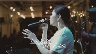 Demi waktu Live perform Della Firdatia