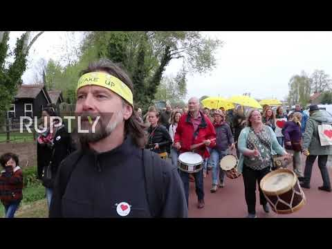 Netherlands: Protesters march in Barneveld against COVID-19 restrictions