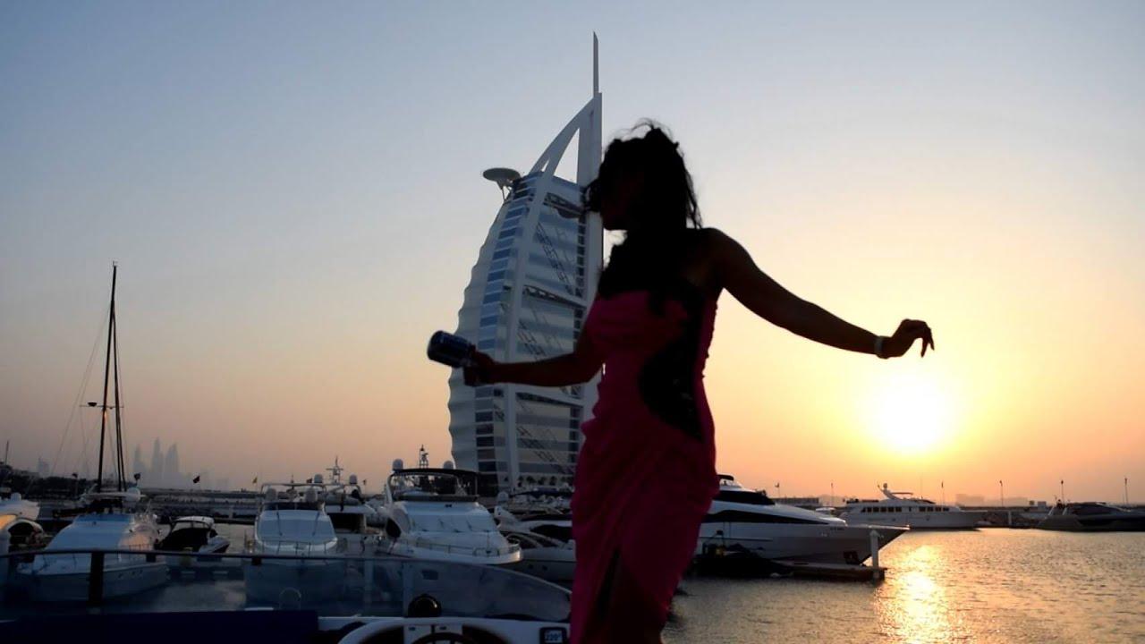 Lucia Sinatra Singing Bridge Over Troubled Water (Dubai)
