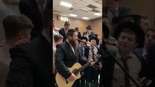 Joey Newcomb 'Gimme Five' kumzitz in Carteret yeshiva