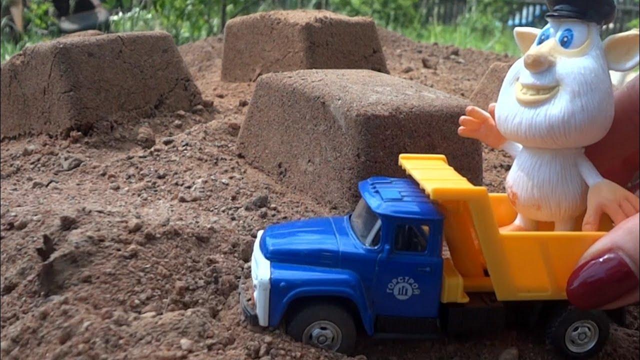 Видео с игрушками из мультфильмов. Буба ищет игрушки из киндер сюрпризов