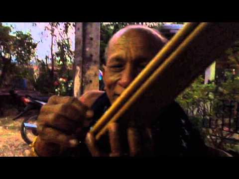 Khene player in Laos plays in different keys (lai)
