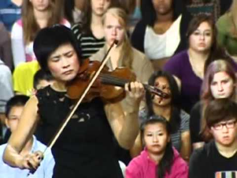 Jennifer Koh playing for First Ladies Obama and Kim