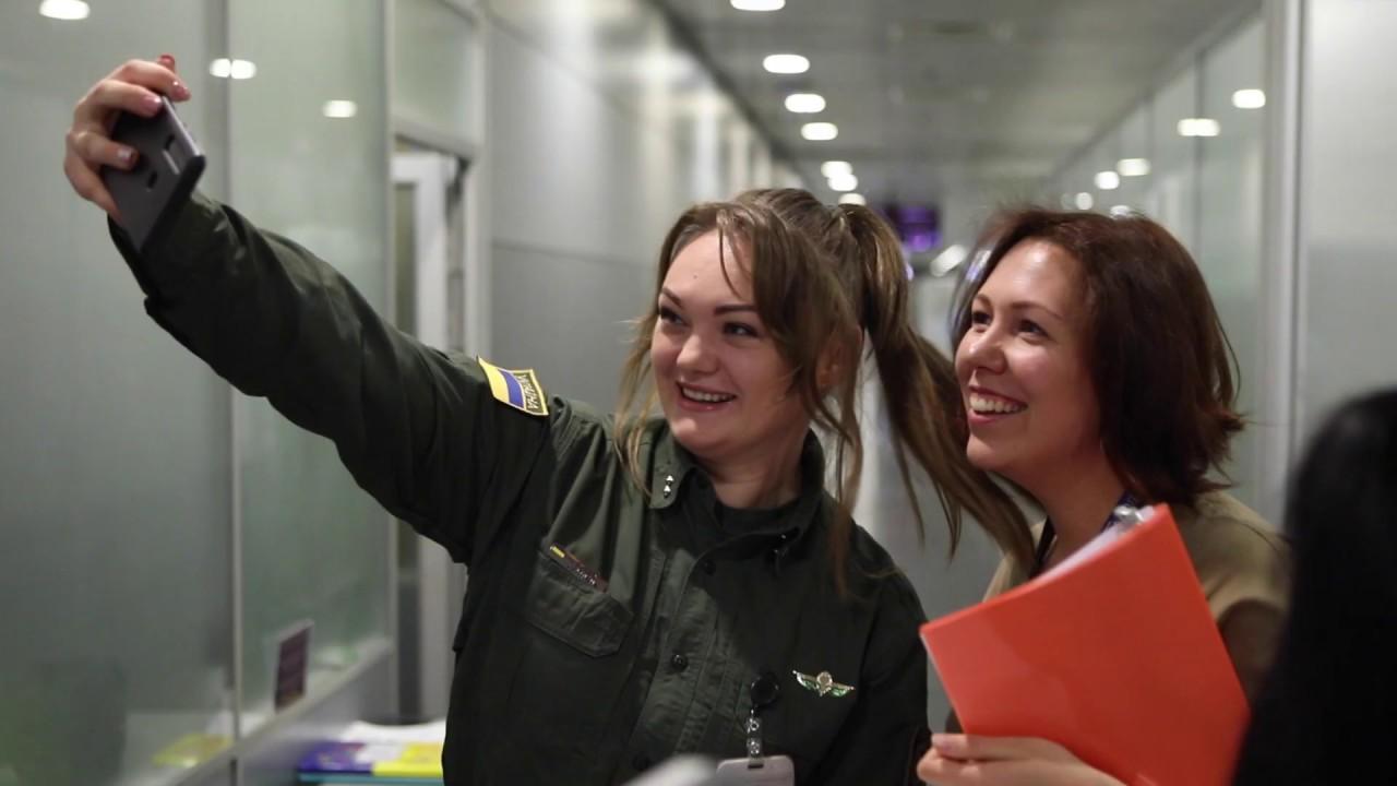 Какие работы в аэропорту для девушек работа красивые девушки