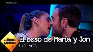 María León y Jon Plazaola, pura química con beso incluido - El Hormiguero 3.0 thumbnail
