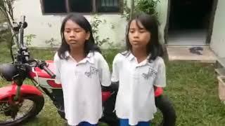 Famili Teksi  by  Girls from Karo