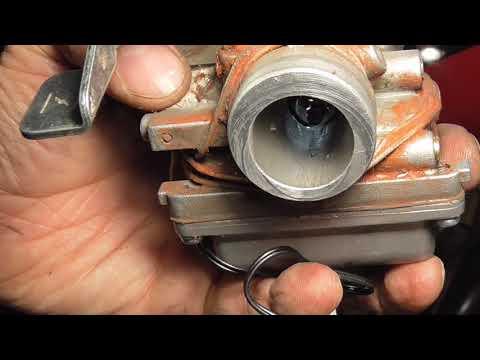 Слив топлива из карбюратора, снятие и установка карбюратора на Bajaj Boxer