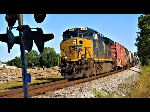 CSX Manifest Rolling Into Vincennes,Indiana On The CE&D Subdivision