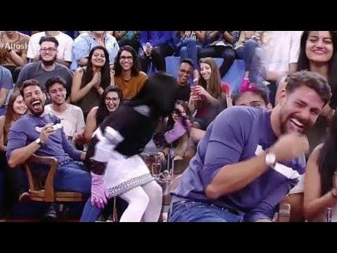 Cauã Reymond mija de rir com brincadeiras de Mary Help no Altas Horas 18/11/2017