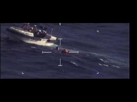 尖閣沖で沈没した中国船の船員を助ける海上保安庁が映像を公開