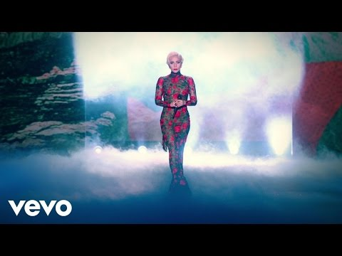 Lady Gaga - Million Reasons Live From The Victorias Secret Fashion Show In Paris