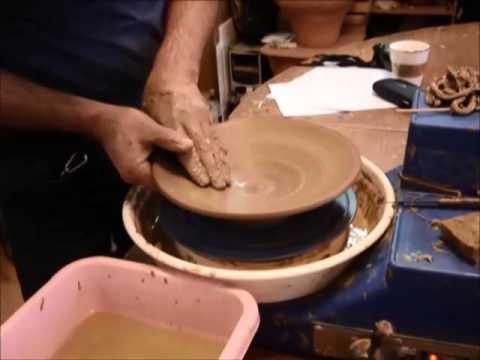 Работа на гончарном круге. Исполнение тарелки. Студия керамики Шахназара.