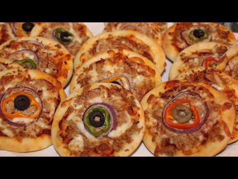 Mini Pizza   🍕🍕  بيتزا  فردية  بعجين  رطب  و هش  حشوة  لذيذة  و سهلة  التحضير