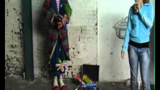Clown Hans heeft pauze op de filmset