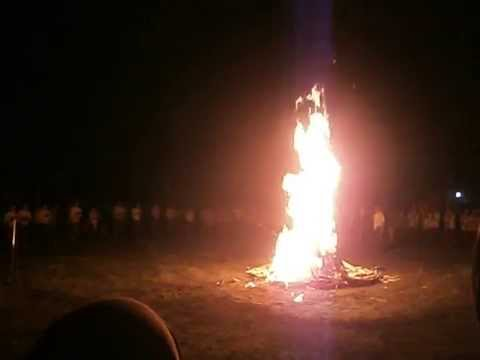 Prosesi penyalaan api unggun yang menakjubkan