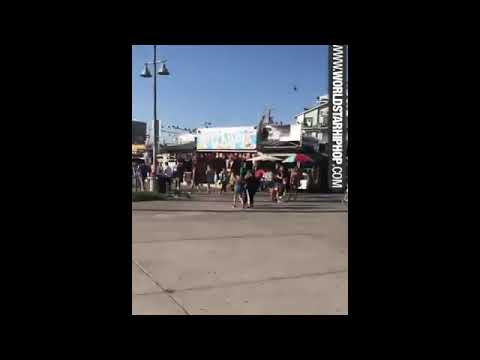 She's Sexy: Chick With A Nice Butt Is Out Skating In Venice Beach!