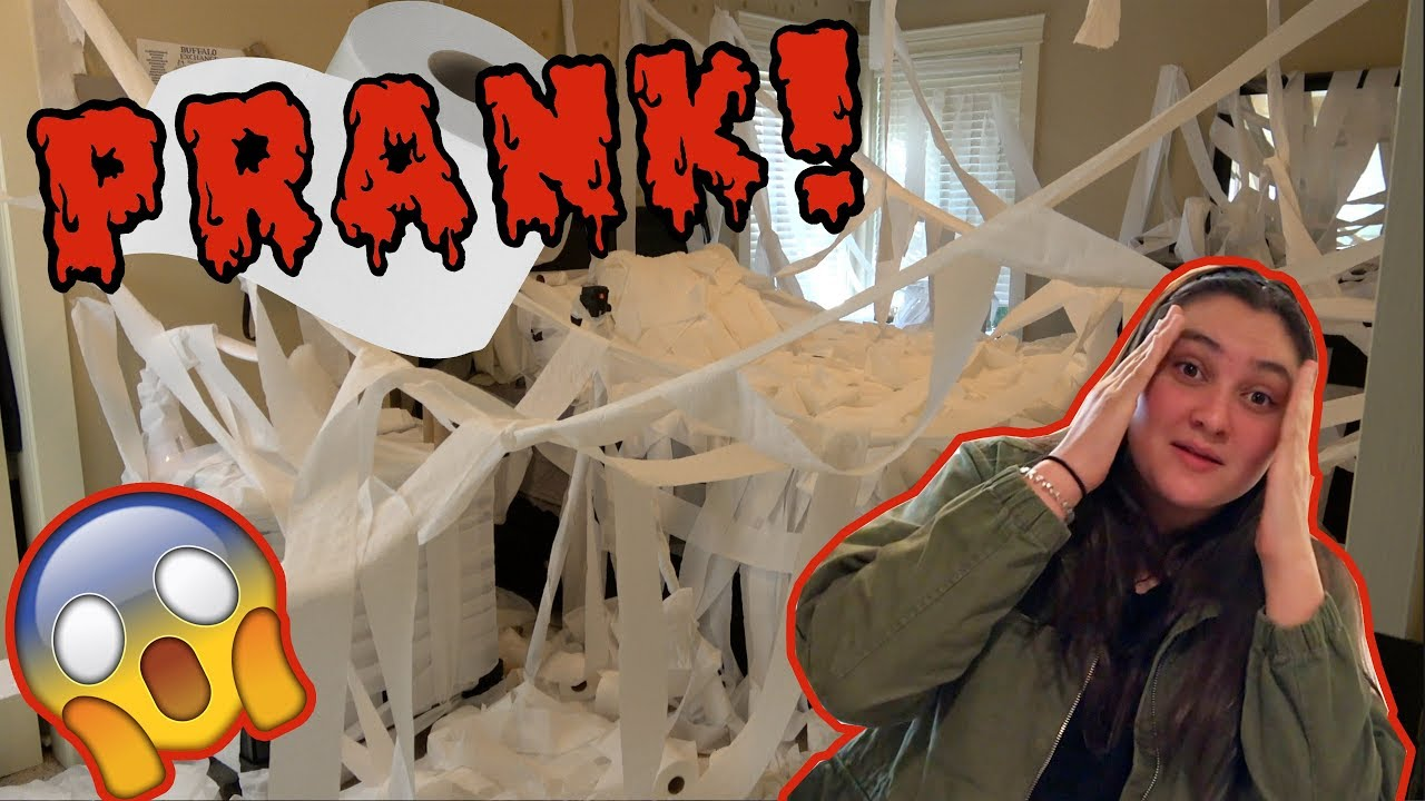 sissy gets halloween pranked! the toytastic sisters. parents prank