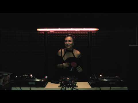 HOUSEUM VIDEOS PERFORMANCES #1 | Angelina Rose