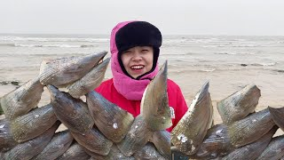 Xiao Zhang rushes to the sea, the entire beach is strapped, bigger than his face, full of a bucket