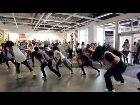 Видео: Танцевальный флэшмоб - свадебное предложение в магазине Икеа США, Санрайс