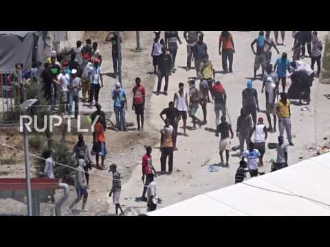 Greece: Flames erupt as refugees and police clash in Lesvos