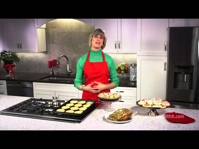 Making Holiday Meals Easier with the Right Cookware and Bakeware