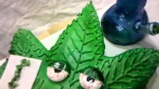 Pot leaf cake